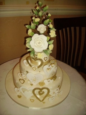 Gold and Cream in Newquay https://www.mumsbakecakes.co.uk/store/fresh-cakes-newquay5/golden-wedding-cake