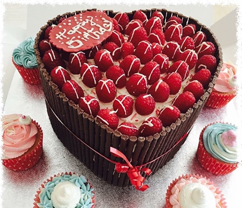 cakes, valentines day heart, cupcakes, homemade,  delivered by the baker who made it. ideal for Birthdays,, morthers day and all occasions