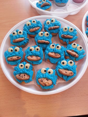 Cookie Monster cupcakes (eggless)