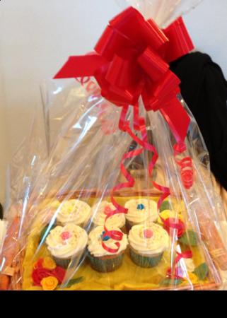 Cupcake Gift Basket (eggless)