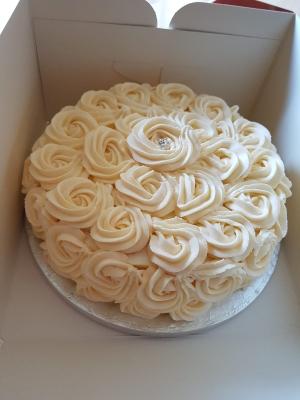 Buttercream swirl  Cake (eggless)