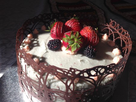 Cake with a chocolate collar