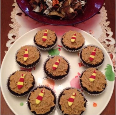 Tie cupcakes