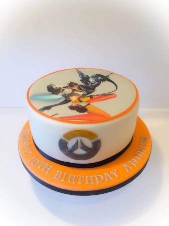 Overwatch birthday cake - Butterfly Cakehouse