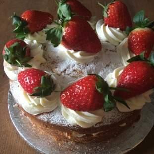 Fresh Strawberry Victoria Sponge