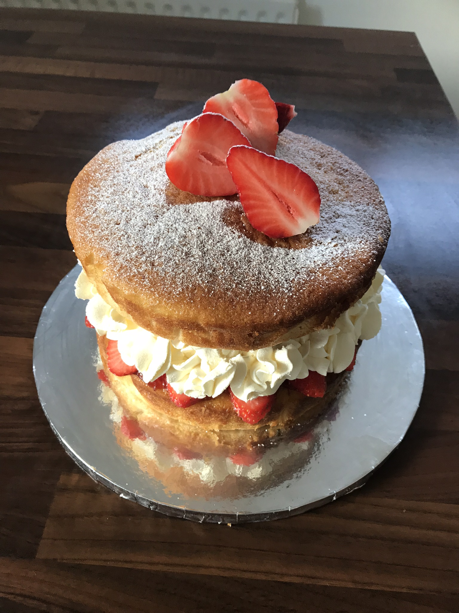 Fresh cream sponge cake