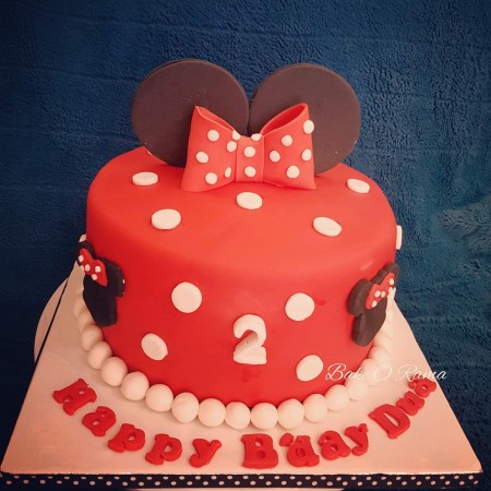 Customised Childrens minnie mouse cake