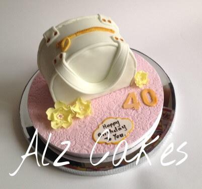 A cute little handbag cake!