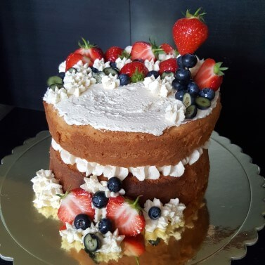 Naked Cake with fresh seasonal fruits