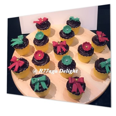 Christmas ribbons cupcakes