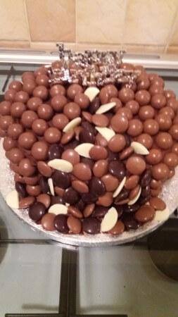 Tumbling chocolate cake