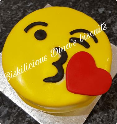 Emoji Valentines cake
