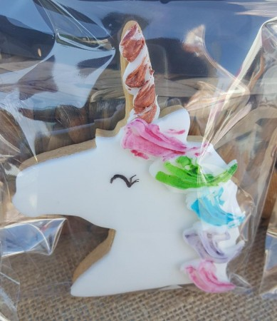 8 Unicorn biscuits to include  1 get well soon