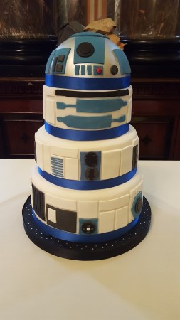 R2D2 cake for wedding