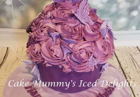 Bespoke giant cupcake and 9  matching cupcakes with names on