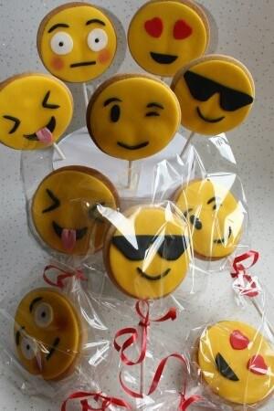 Emoji Cookie Pops