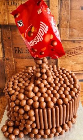 Anti-Gravity chocolate cakes