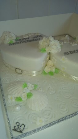 2 hearts anniversary cake