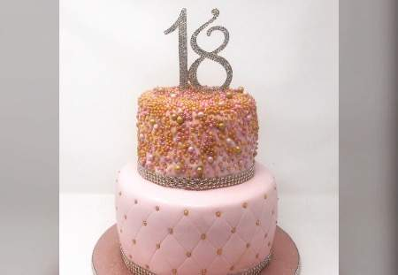 2 tier Cake with edible pearls