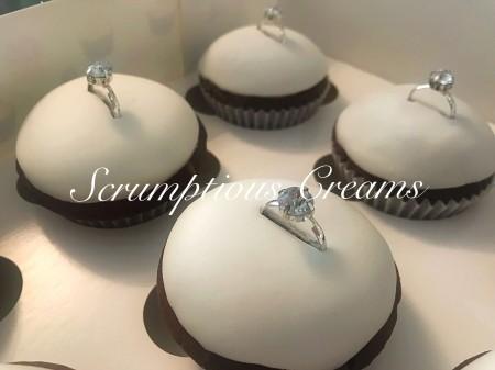 12 cupcakes ( ring design)