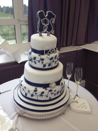 KISSING COUPLE WEDDING/ENGAGEMENT CAKE