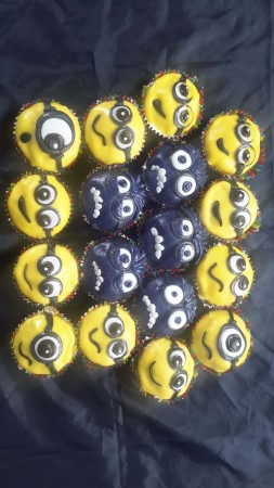 6 Minion Eggless Cakes