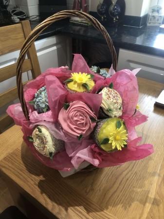 Cupcake Basket/Bouquet