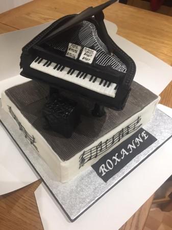 Bespoke Grand piano on top of vanilla sponge cake