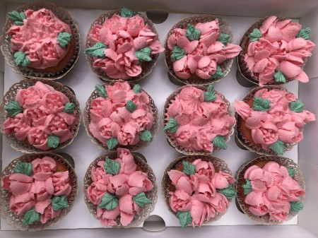 100 cupcakes some with cream cheese topping