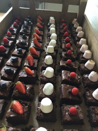 Brownies topped with fruit