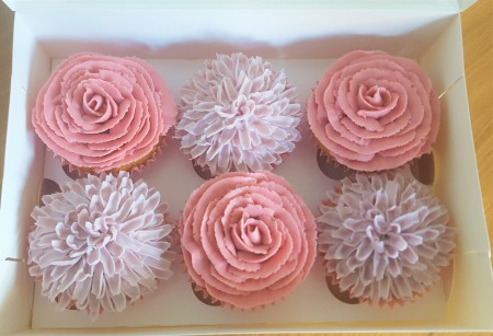 Flower design cupcakes