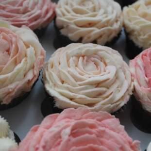 *FREE SUGAR COOKIE Floral cupcakes