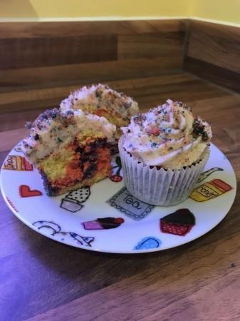Amazing Rainbow Cupcakes