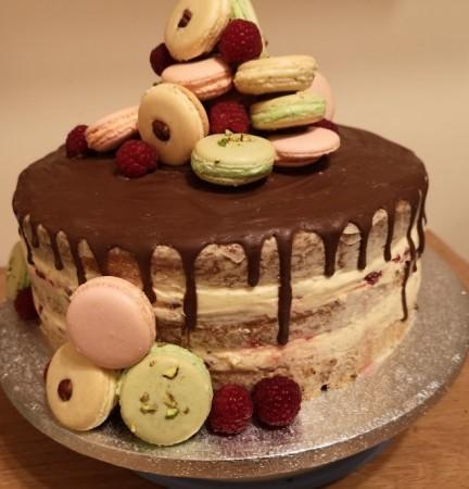 Macaron Raspberry drip cake