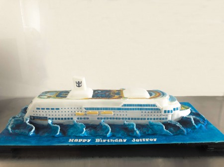 Cruise ship + Gluten free cake for 6 people