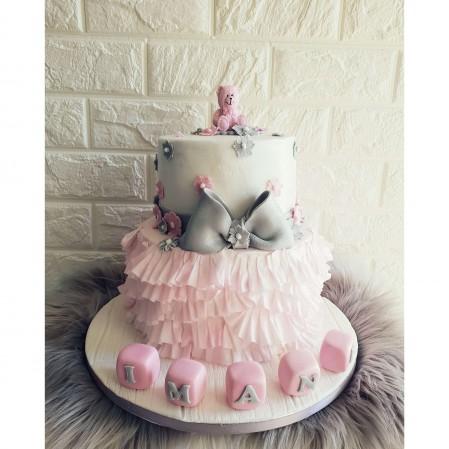 Ruffle teddy cake