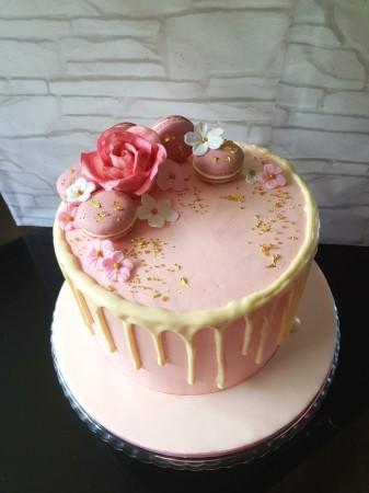 Vanilla sponge drip cake