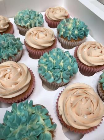 Rosette and hydrangea cupcakes