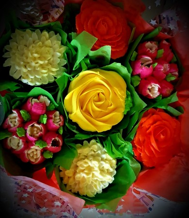 Cupcake Bouquet- yellow rose centre
