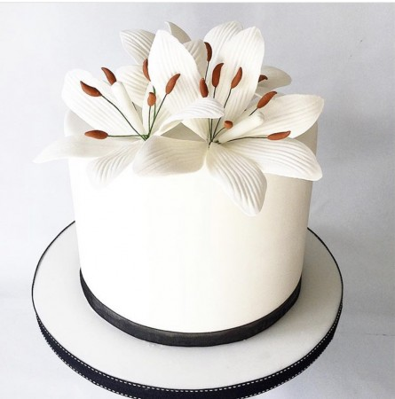 FONDANT COVERED LILY CAKE