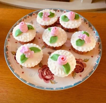 Rose decorated cupcakes