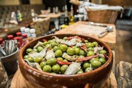 Chilli olives