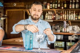 Barman making a Gin and Tonic