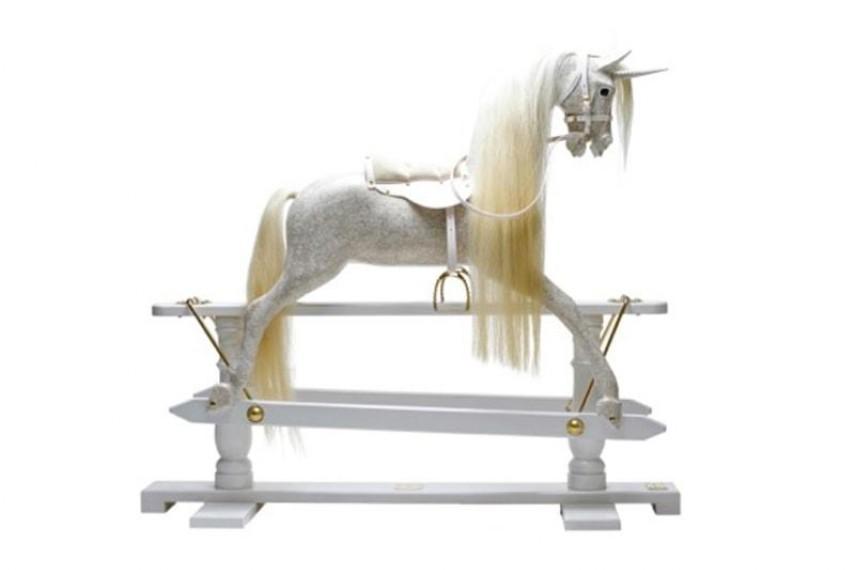 judy-dench-horse-2-min