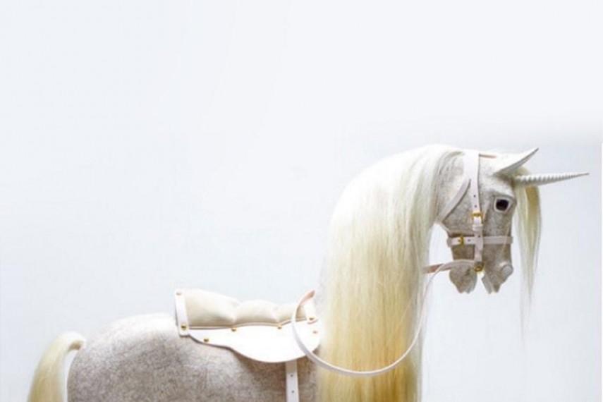 judy-dench-horse-3-min