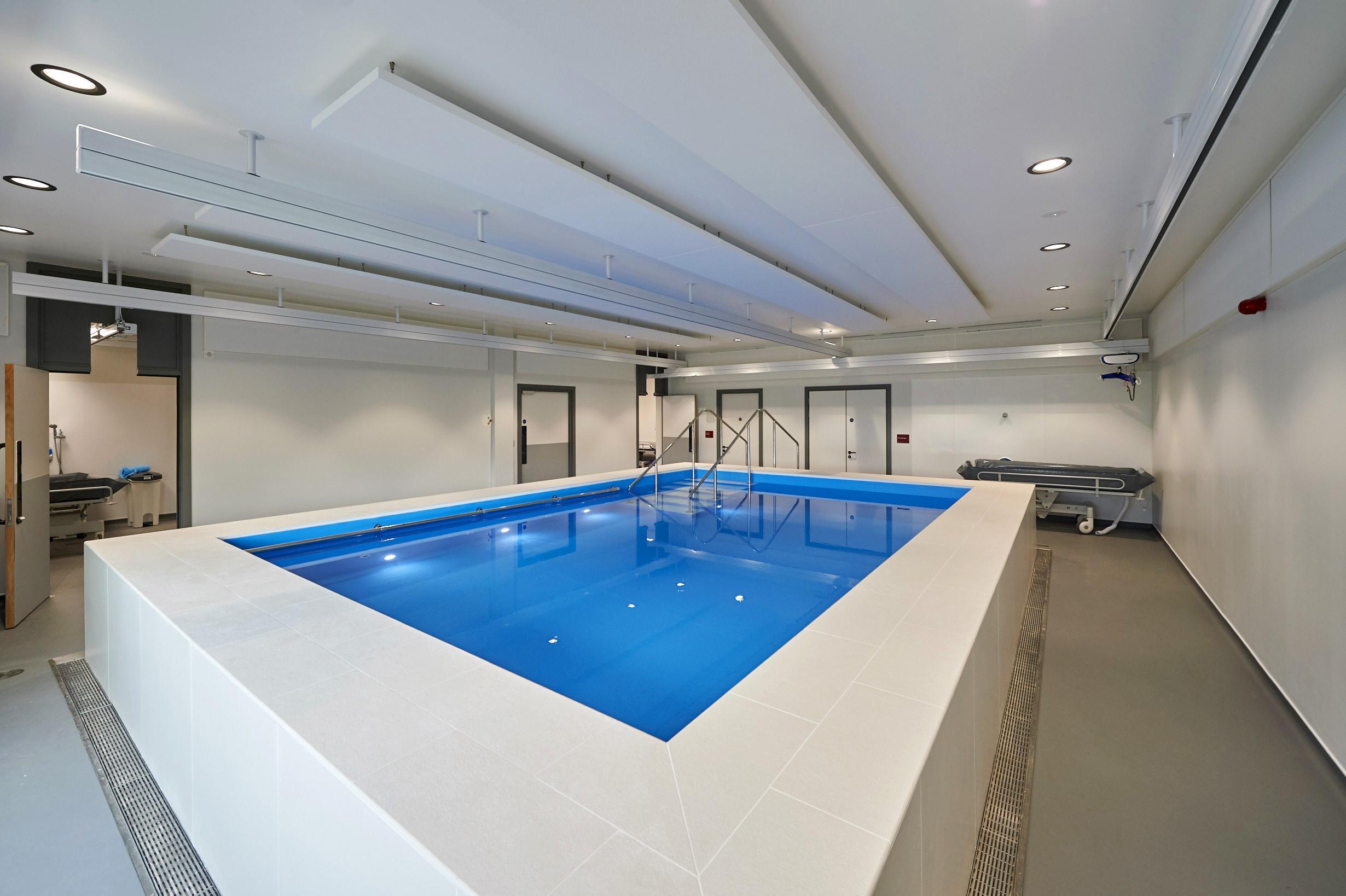 pool-overhead-hoist