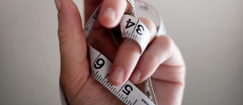 tape-measure-on-hand-min